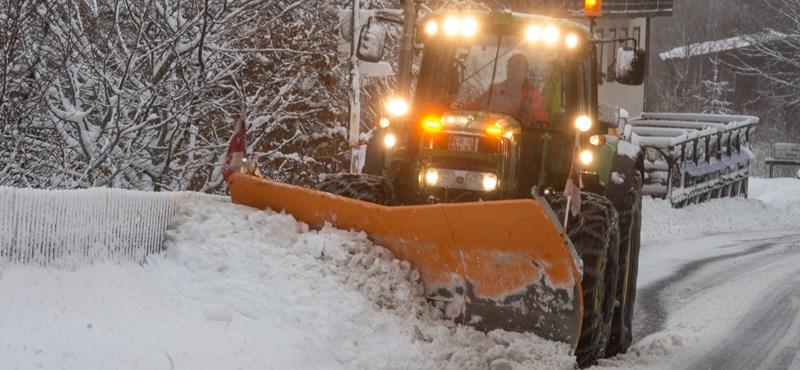 Már 15 centi hó esett a Kékesen