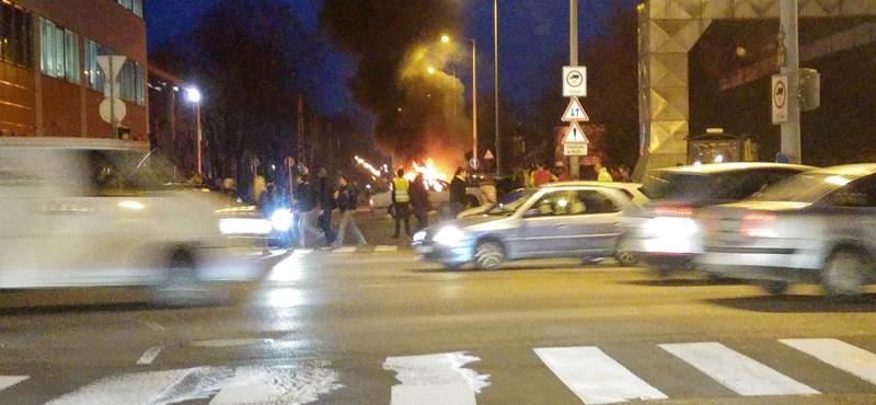 Fotó: Lángolt egy autó a Lágymányosi hídnál