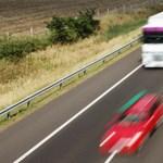 Árokba hajtott egy menetrend szerint közlekedő autóbusz az M3-ason