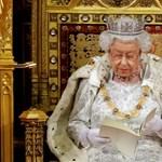 Létrával sem lehet felérni Erzsébet királynő karácsonyfáját