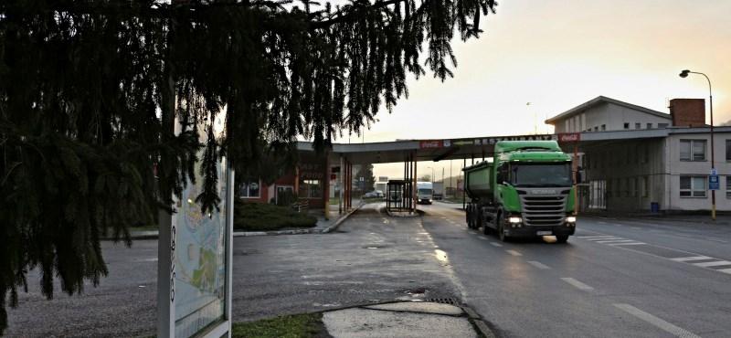 Tüntetés miatt korlátozzák több magyar határátkelő forgalmát