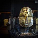 Megpróbálják rendbehozni Tutanhamon bénán megragasztott maszkját
