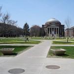 Sértő YouTube-videó miatt tilthatnak ki két egyetemistát