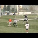 Videó: Mourinho kapuskesztyűt húzott