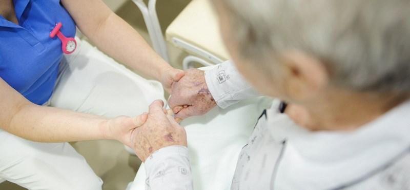 Alapszakosok is megkaphatják az évi 640 ezer forintos ápolói ösztöndíjat
