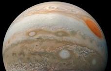 Bámulatos fotó készült a Jupiteren tomboló viharokról