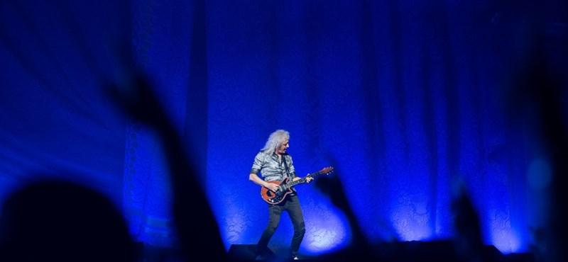 A világ egyik leghíresebb gitárosa újabban melltartókat tervez