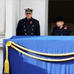 Brit háborús halottak - először nem koszorúzott a királynő