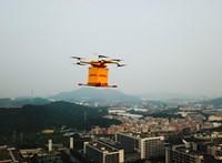 Az egy dolog, hogy percek alatt kiviszi a csomagot, de a személyit is érti majd a DHL drónja