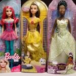 Okostelefont és tabletet nyomnak Barbie kezébe