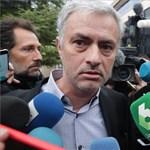 Szétszedték az újságírók a bíróságra érkező Mourinhót – fotók
