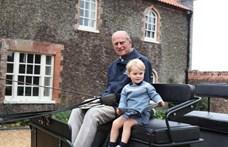 Fülöp hercegre egy eddig nem látott fotóval emlékezik az unokája