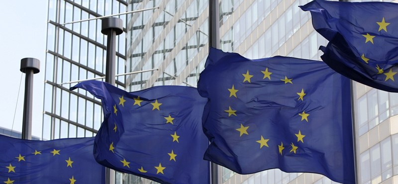 Döntött az EU: felfüggesztik az uniós támogatásokat