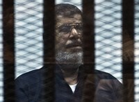 Tárgyalásán lett rosszul, meghalt a megbuktatott egyiptomi elnök
