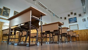 A szülő szerint egy tanár bántotta a gyerekét, mégis a diákot rúgták ki