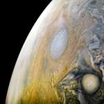 Szürreális fotót küldött haza a Juno űrszonda a Jupiterről – mutatjuk nagyban is