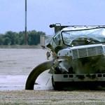 Videó: kamiont így még nem látott összetörni