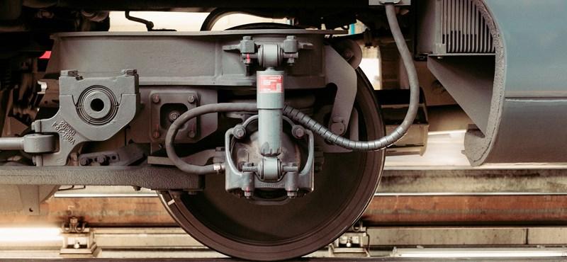 Kilométerenként 4,36 milliárdért dolgozik az ország legdrágább vasútvonalán Mészáros cége és a Strabag