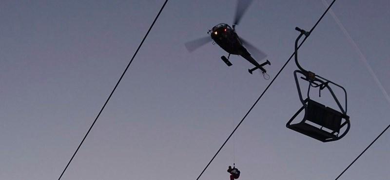 Több mint száz turista rekedt egy síliften az ausztriai Alpokban – videó