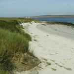 Néha egy lakatlan szigetre vágyik? A skót partoknál most egyszerre hármat is vehet