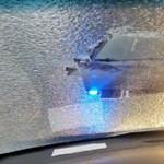 Lefagyott szélvédőn át kukucskált a sofőr, kiakadtak a rendőrök