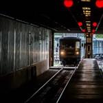 Ismét felszállt a fehér füst a hármas metróban, kiürítettek több állomást