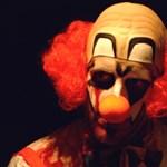 Hajtóvadászatot indítottak hallgatók a bohócok ellen - videó