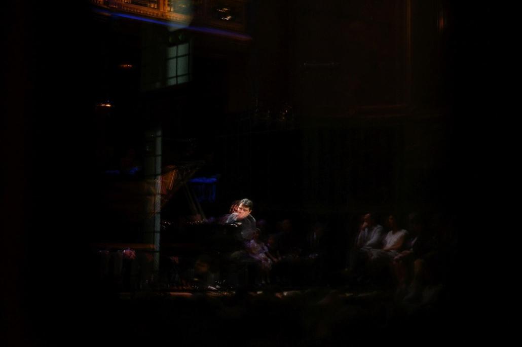 nagyítás. 19.10.11. Balazs Jones zongoraestje a Zeneakadémián