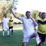 Szokatlan dolgot tett Kövér László: kiment a szabadba és focizott egy jót – fotók