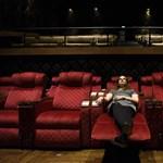Előfizetéssel moziba: keresik a megoldást, hogyan lehetne több néző a mozikban