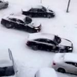 Közlekedési káosz az orosz havazásban - videó