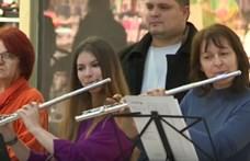Menő iskolaszülinap: a Trónok Harca zenéje zengett a kecskeméti plázában (videó)
