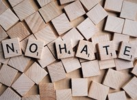 754 millió hamis fiókot törölt a Facebook, és odacsaptak a gyűlöletbeszédnek is