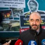 Párizsi tüntetés fotóját tette terrorral rémisztgető plakátjára a komány