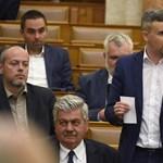 Kiment a mosdóba, majd távozott a Jobbik frakciójából
