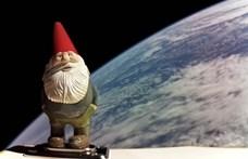 Föld körüli pályára állt egy mókás kerti törpe