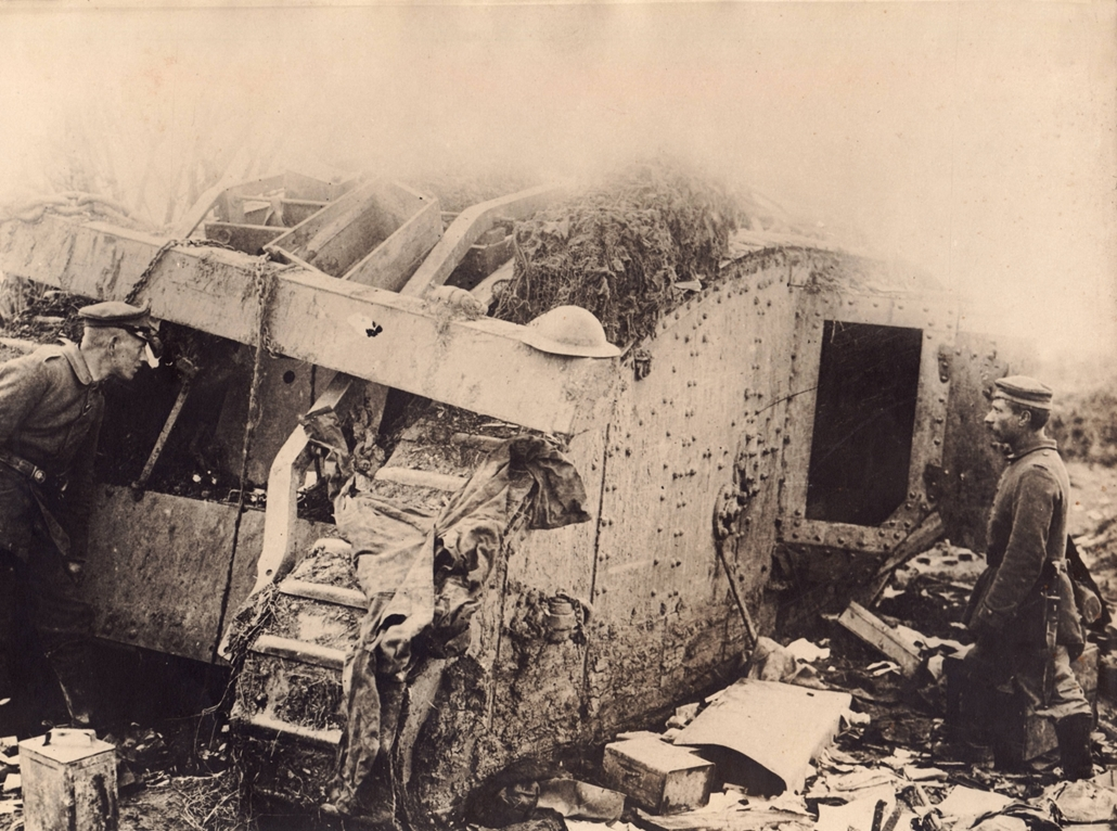 afp. Somme-i csata - A British tank was captured by German troops on the battlefield near Albert (Somme), France, in 1916.