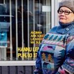 Saját szomszédairól készít életnagyságú horgolt babákat egy finn művész