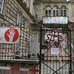 A feltétel nélküli fegyverletétel nem megoldás, marad a sztrájk és a blokád az SZFE-n