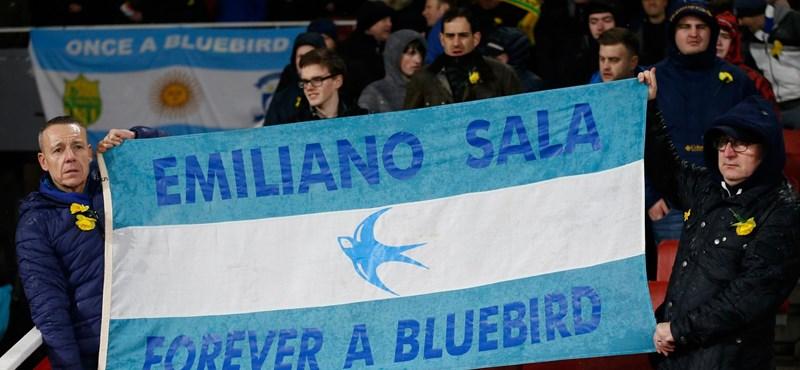 Torokszorító pillanatok: Emiliano Salára emlékeztek csapata meccse előtt