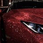 Videón a milliónál is több kristálytól csillogó Lamborghini
