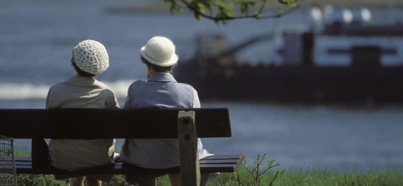 A takarékokban is jelentkezhetnek majd munkára a nyugdíjasok