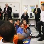 Képek: Obama testőrök gyűrűjében egy általános iskolában
