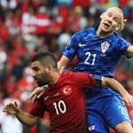 Félidőben cserélték le a horvát válogatott csapatkapitányát, miután kiderült, hogy koronavírusos