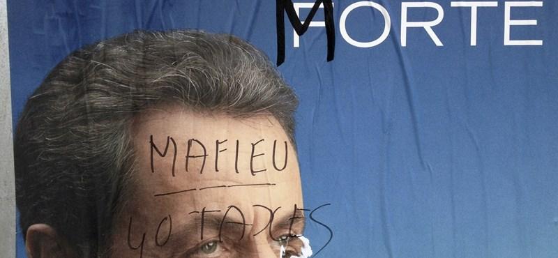 Sarkozy vagy Hollande? - megkezdődött az első forduló