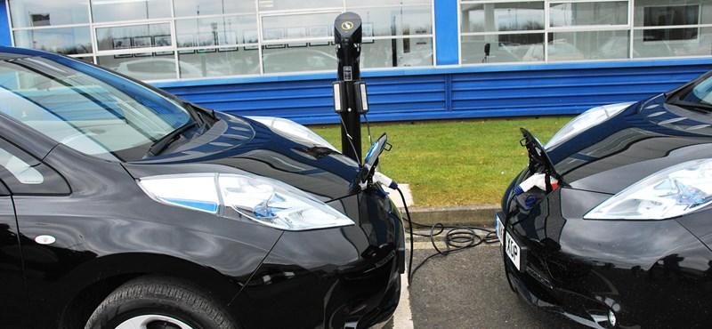 Szabad buszsáv és ingyen pakolás beindíthatná az elektromos autózást
