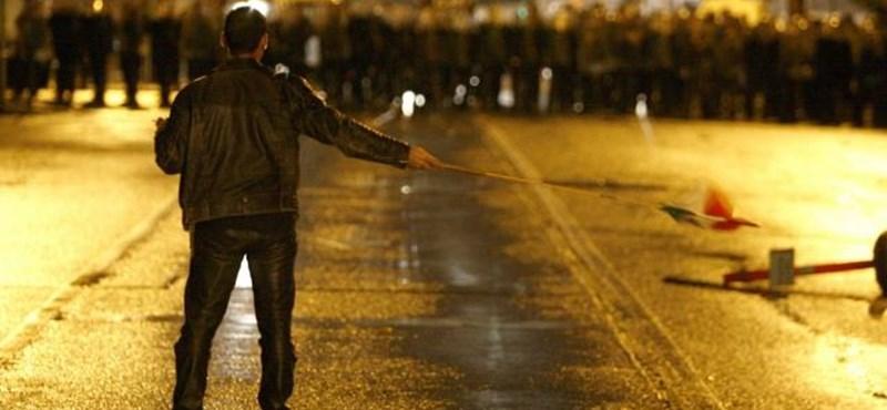 A nap, amikor Budapesten rend volt, de tüntető fogát verték ki a rendőrök