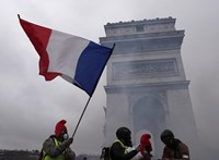 Kapnak százezer forintnyi karácsonyi jutalmat a tüntetőkkel hadakozó francia rendőrök, jövőre