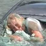 Drámai képsorokat készítettek egy autójával vízbe zuhant nő megmentéséről