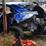 Fotók: Rommá tört egy autót a szegedi IC